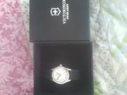часы швейцарские кожанный ремешок белый цыферблат фирма viktorinox